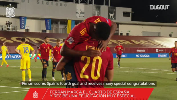 Behind the scenes: Thiago congratulates Spain's youngsters during goal celebration
