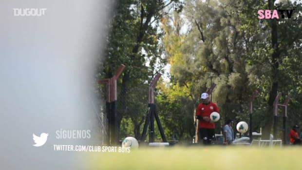 Sport Boys' goalkeepers training