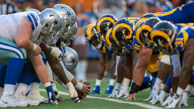 The Cowboys and Rams line up for a special teams play