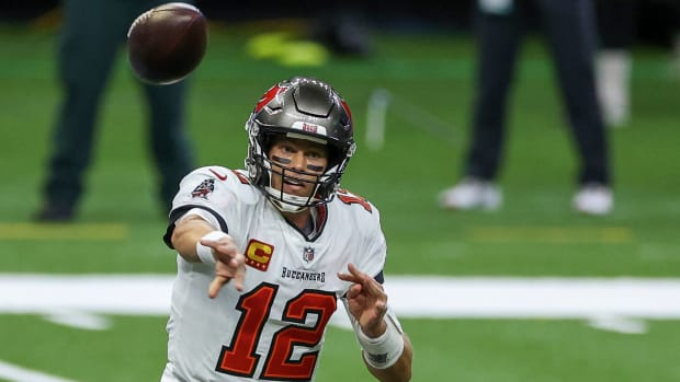 Tom Brady opted for a quarterback sneak in his first touchdown with the Tampa Bay Buccaneers.
