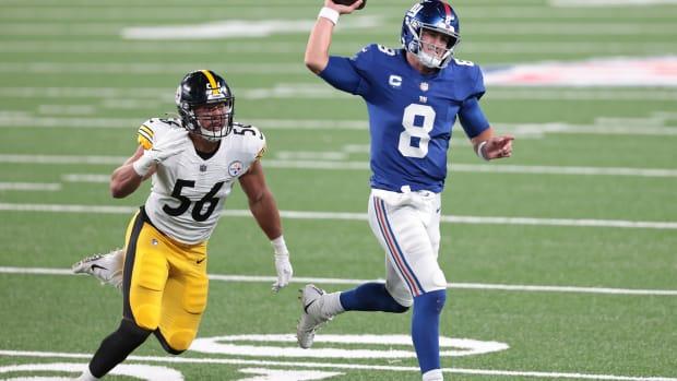 Sep 14, 2020; East Rutherford, New Jersey, USA; New York Giants quarterback Daniel Jones (8) scrambles as Pittsburgh Steelers linebacker Alex Highsmith (56) pursues during the second half at MetLife Stadium.