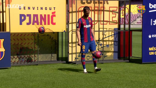 Pjanić's first touches at Camp Nou