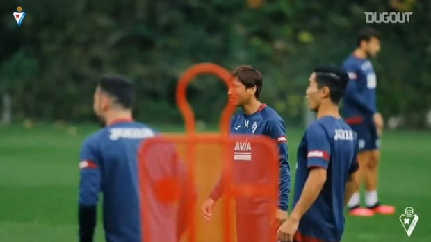 Yoshinori Muto having fun in training