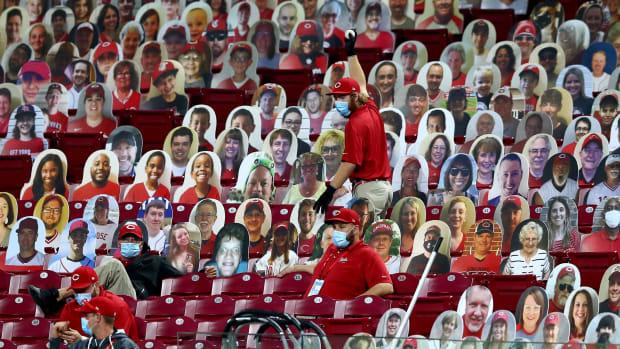 Cincinnati Reds grounds crew 2020-09-16 (Kareem Elgazzar) USATSI_14939881