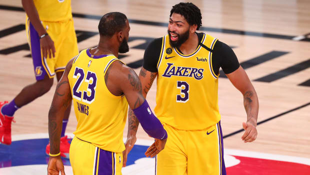 anthony-davis-lebron-james-lakers-gold