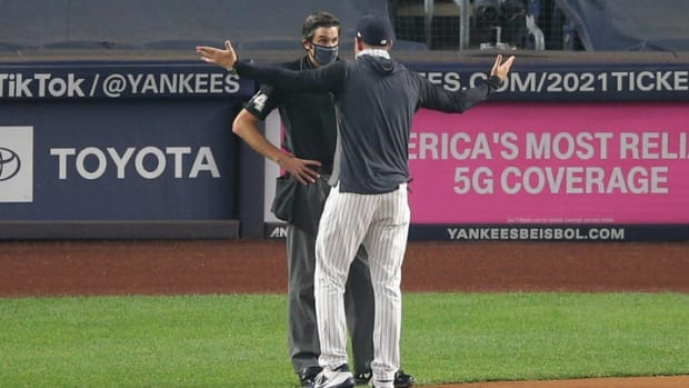 Aaron Boone ejected arguing with umpire