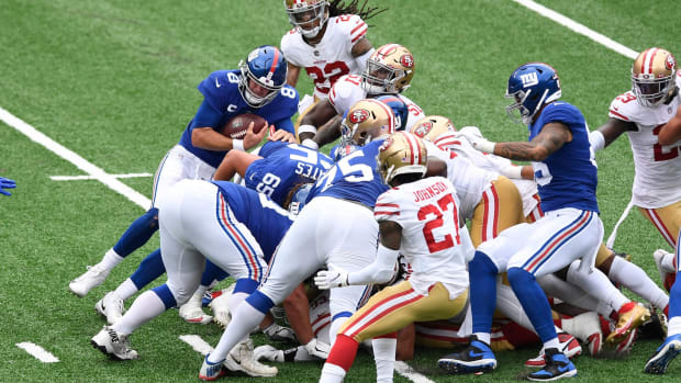 New York Giants quarterback Daniel Jones (8) cannot convert on 4th and 1 in the second half. The New York Giants lose to the San Francisco 49ers, 36-9, in an NFL game at MetLife Stadium on Sunday, Sept. 27, 2020, in East Rutherford. Giants 49ers