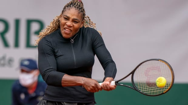 Serena Williams wins her first round match at the 2020 French Open but later withdraws due to an Achilles injury.