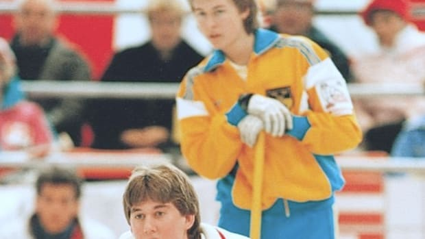 Jim Sullivan (foreground, with a very young Peja Lindholm) at the 1988 World Juniors