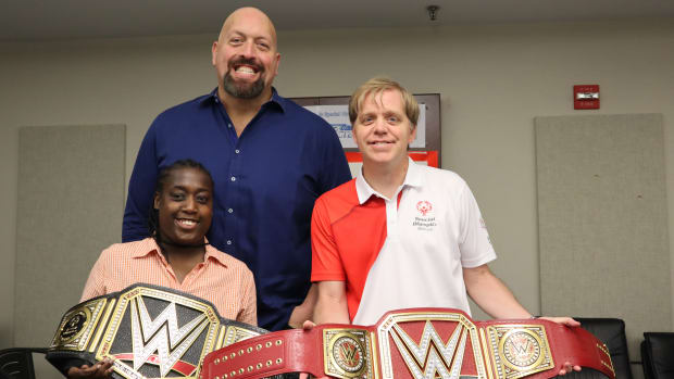 """WWE's Paul """"Big Show"""" Wight poses with two Special Olympics athletes"""