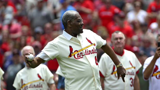 May 19, 2018; St. Louis, MO, USA; St. Louis Cardinals hall of famer Bob Gibson throws out a first pitch prior to a game against the Philadelphia Phillies at Busch Stadium. Mandatory Credit: Jeff Curry-USA TODAY Sports