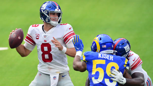 New York Giants quarterback Daniel Jones (8) throws as Los Angeles Rams middle linebacker Micah Kiser (59) moves in during the first half at SoFi Stadium.