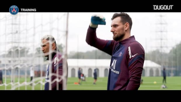 Focus on Paris Saint-Germain's goalkeepers training session