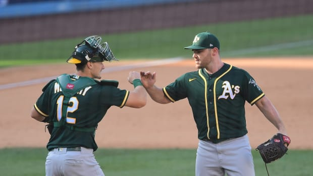 Liam Hendriks, Sean Murphy celebrate after Game 3 win