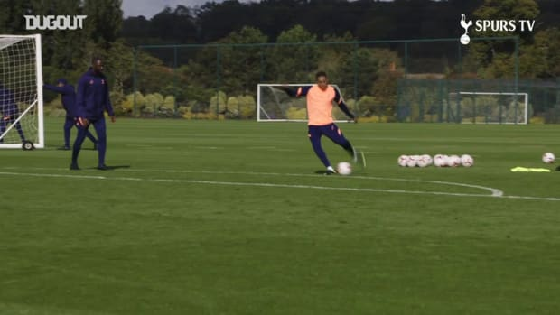 New Spurs signing Carlos Vinicius takes part in shooting drill
