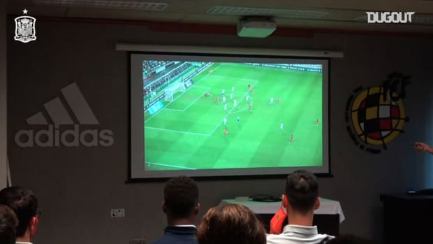 Behind the scenes: Spain's tactical talk