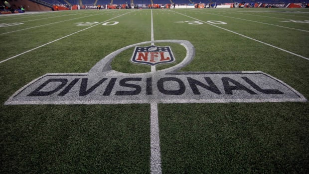 Los Angeles and Dallas are reportedly being considered to host bubbles in the NFL playoffs.