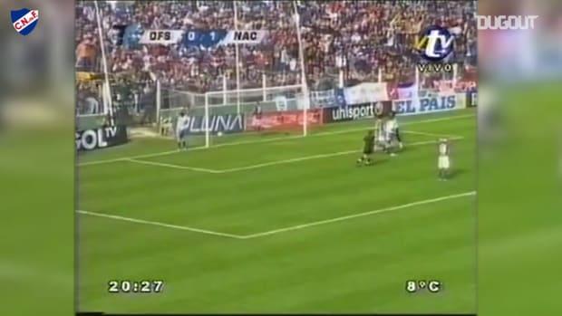 Luis Suárez's dribbles inside the box and scores for Nacional