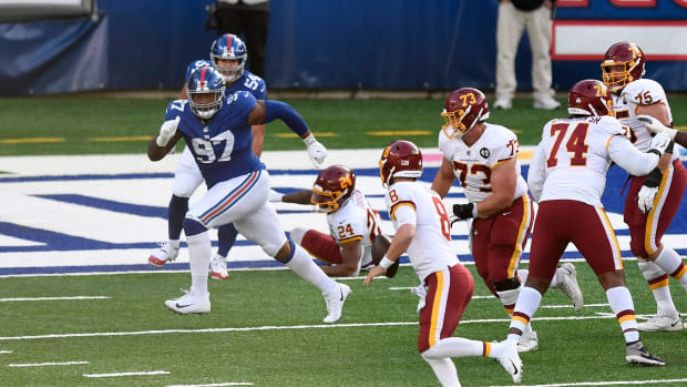 Washington Football Team quarterback Kyle Allen (8) attempts a two-point conversion late in the game. The New York Giants defeat the Washington Football Team, 20-19, at MetLife Stadium on Sunday, Oct. 18, 2020, in East Rutherford. Nyg Vs Was