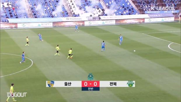 Ulsan 0-1 Jeonbuk: Modou Barrow sends Jeonbuk top ahead of final round