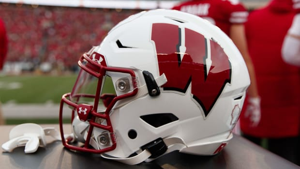 wisconsin-badgers-helmet