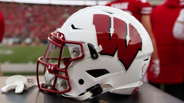 wisconsin-badgers-helmet