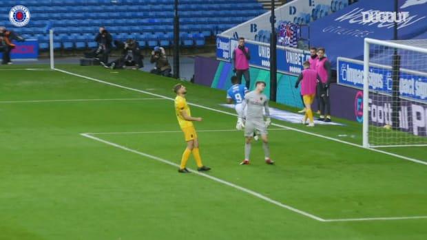 Defoe scores 300th career goal in win over Livingston