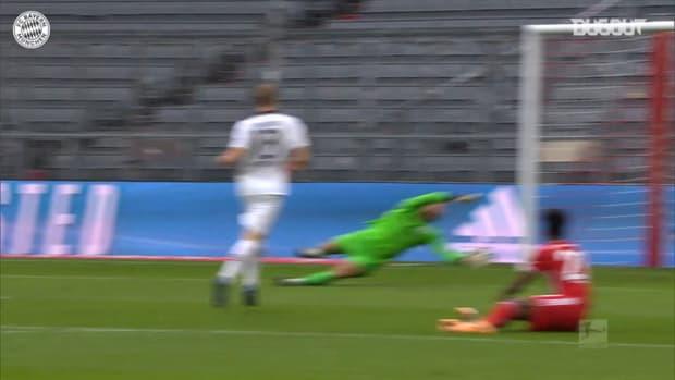 Lewandowski scores stunning hat-trick vs Frankfurt