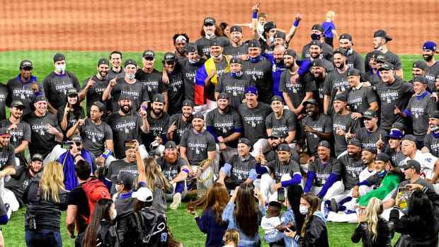 dodgers-team-photo-celebrate