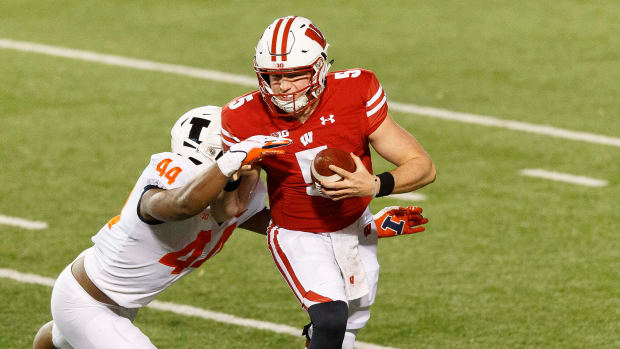 Wisconsin QB Graham Mertz gets tackled by an Illinois defender