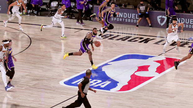 lebron-dribbles-lakers-nuggets