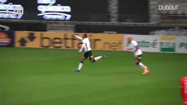 Corinthians beat Internacional at Neo Química Arena