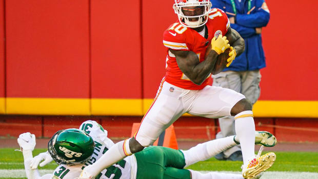 Nov 1, 2020; Kansas City, Missouri, USA; Kansas City Chiefs wide receiver Tyreek Hill (10) catches a touchdown pass as New York Jets cornerback Quincy Wilson (31) defends during the second half at Arrowhead Stadium. Mandatory Credit: Jay Biggerstaff-USA TODAY Sports