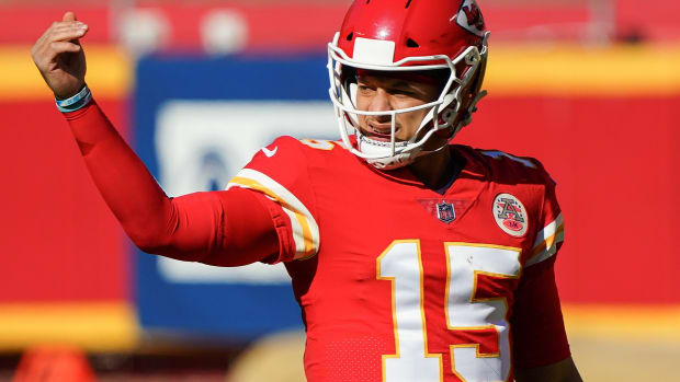 Nov 1, 2020; Kansas City, Missouri, USA; Kansas City Chiefs quarterback Patrick Mahomes (15) signals to a teammate during the first half against the New York Jets at Arrowhead Stadium. Mandatory Credit: Jay Biggerstaff-USA TODAY Sports