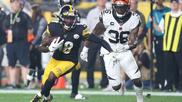 Sep 30, 2019; Pittsburgh, PA, USA; Pittsburgh Steelers wide receiver Diontae Johnson (18) runs after a catch as Cincinnati Bengals strong safety Shawn Williams (36) chases during the second quarter at Heinz Field. Mandatory Credit: Charles LeClaire-USA TODAY Sports