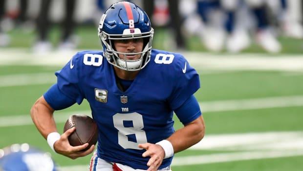 New York Giants quarterback Daniel Jones (8) rushes against the Philadelphia Eagles during the first half of a game at MetLife Stadium on Sunday, Nov. 15, 2020.
