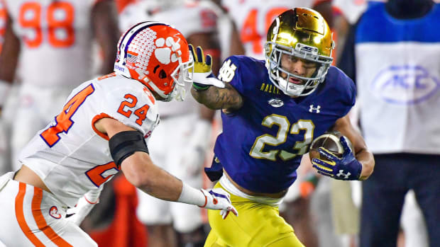Notre Dame RB Kyren Williams runs against Clemson