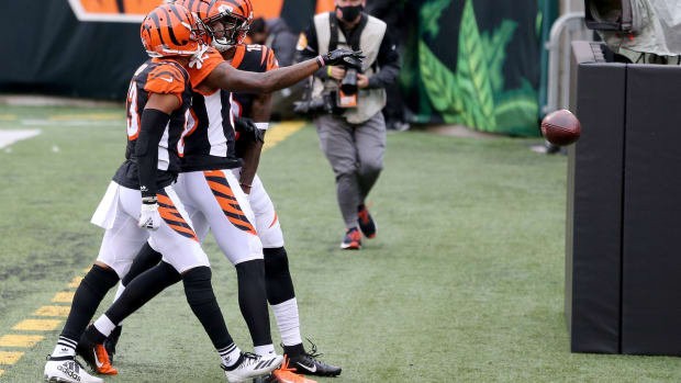Cincinnati Bengals wide receiver Tee Higgins (85), center, celebrates a touchdown catch during the fourth quarter of a Week 7 NFL football game against the Cleveland Browns, Sunday, Oct. 25, 2020, at Paul Brown Stadium in Cincinnati. The Cleveland Browns won 37-34. Cincinnati Bengals At Cleveland Browns Oct 25