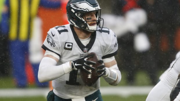 Carson Wentz threw a pick-6 in first half vs. Browns
