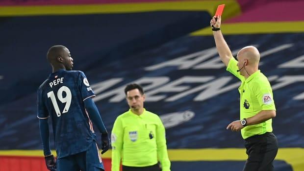 Nicolas-Pepe-Headbutt-Red-Card