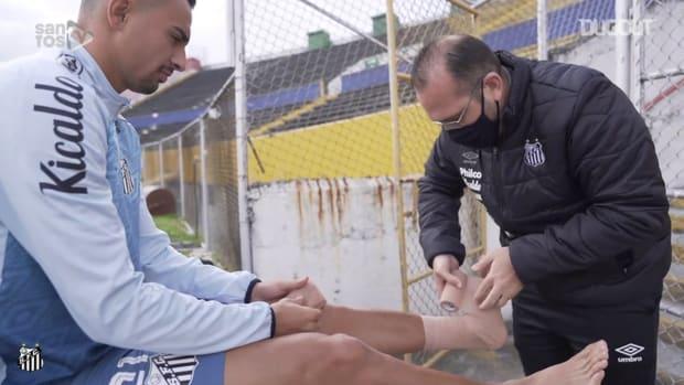 Santos' last training session before LDU clash in Ecuador