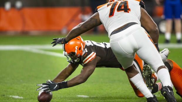 Sep 17, 2020; Cleveland, Ohio, USA; Cleveland Browns defensive end Joe Jackson (91) recovers a Cincinnati Bengals fumble on the 1-yard line during the third quarter at FirstEnergy Stadium. Mandatory Credit: Scott Galvin-USA TODAY Sports