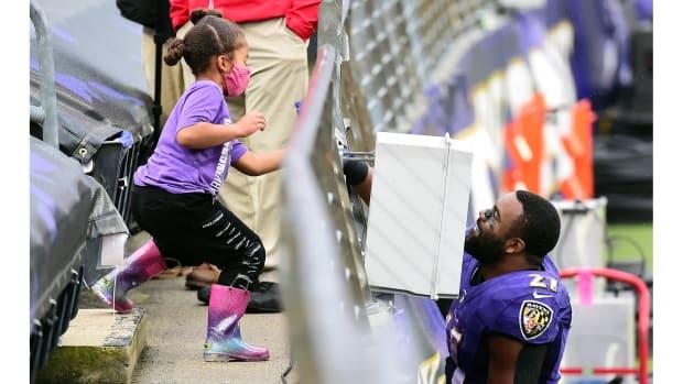 Oct 11, 2020; Baltimore, Maryland, USA; Baltimore Ravens running back Mark Ingram (21) talks to his daughter after beating the Cincinnati Bengals 27-3 at M&T Bank Stadium. Mandatory Credit: Evan Habeeb-USA TODAY Sports