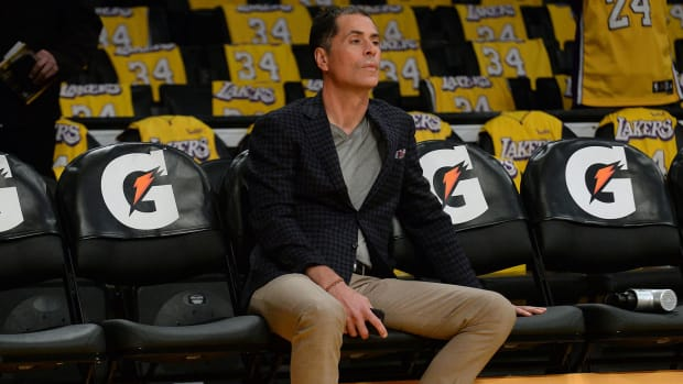 rob-pelinka-lakers-bench