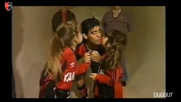 Newell's pay homage to Maradona