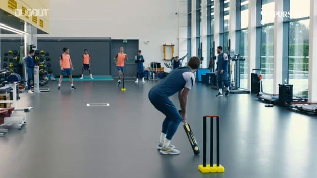 Kane, Dele and Bale play cricket at Tottenham training ground