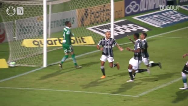 Corinthians beat Coritiba at Couto Pereira
