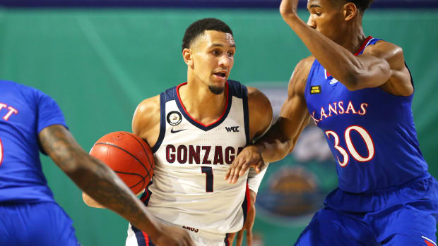 Gonzaga guard Jalen Suggs dribbles vs Kansas