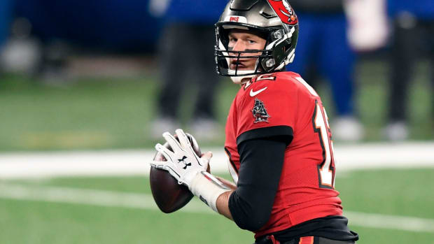 Tampa Bay Buccaneers quarterback Tom Brady (12) looks for an open receiver against the New York Giants in the second half. The Buccaneers defeat the Giants, 25-23, at MetLife Stadium on Monday, Nov. 2, 2020, in East Rutherford. Nyg Vs Tb