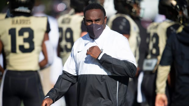 Vanderbilt head coach Derek Mason watches his players before the game against Mississippi at Vanderbilt Stadium Saturday, Oct. 31, 2020 in Nashville, Tenn. Nas Vandy Olemiss 00